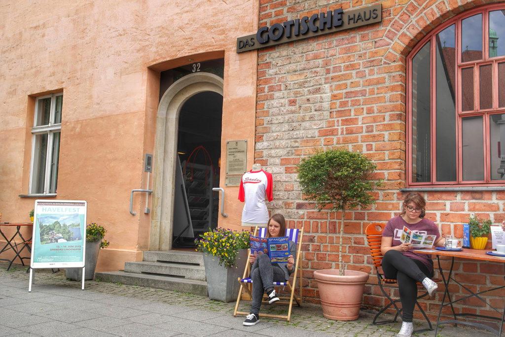 Die Tourist-Information im Gotischen Haus lädt zum Besuch ein, Foto: Partner für Spandau – PfS